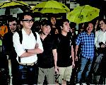 17名去年雨伞运动期间,在旺角亚皆老街执行禁制令清场时拘捕的人士,获高等法院撤销藐视法庭诉讼。(蔡雯文∕大纪元)