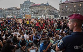 难民太多 匈牙利暂时封闭车站