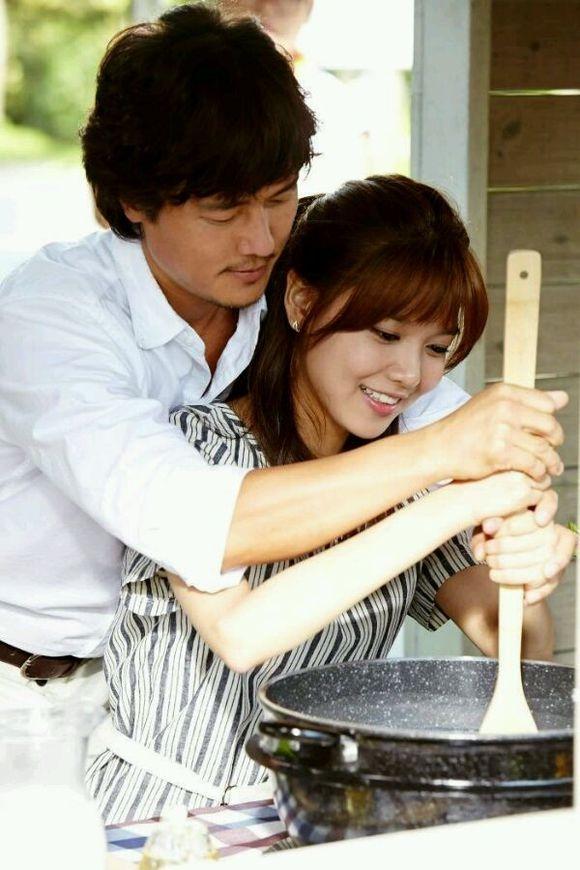 甘宇成与秀英在剧中谈情说爱。(纬来戏剧台提供)