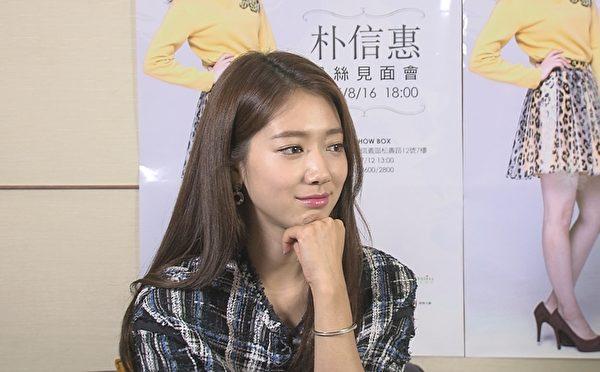 朴信惠接受MTV《我爱偶像》的专访,提到她目前计划要去意大利、瑞士一个人的充电旅行。(三立提供)