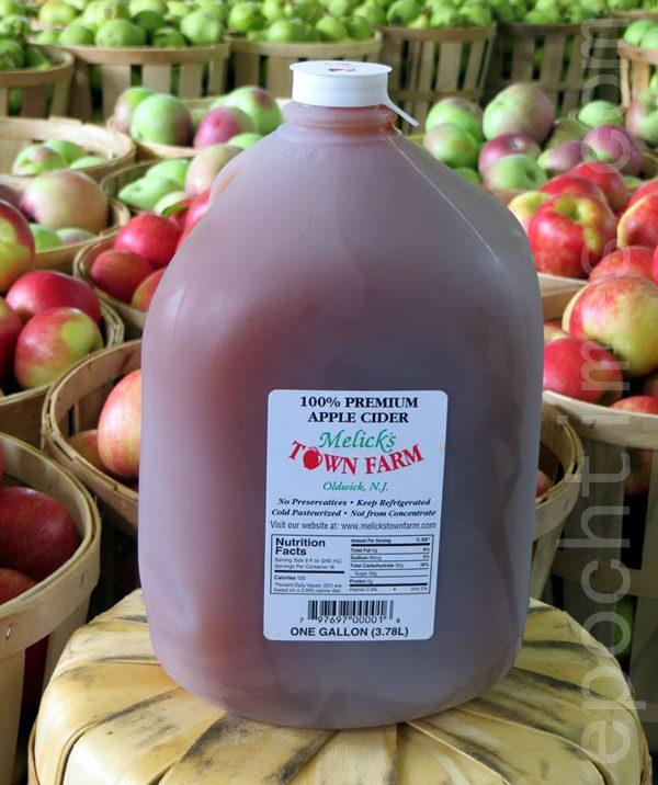 Melick's 農場的王牌產品:鮮榨蘋果汁。(張學慧/大紀元)