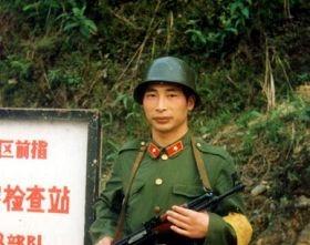 少校军官、个人一等战功荣立者、武汉法轮功学员胡建华 (图片来源:全球营救受迫害法轮功学员委员会)