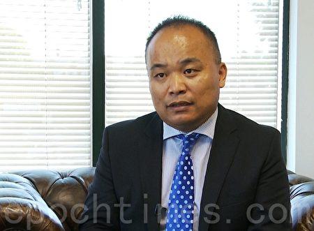 圣盖博律师刘龙珠说,加州不承认任何国家的国际驾照,警察只把它当做翻译文件。(郑浩/大纪元)