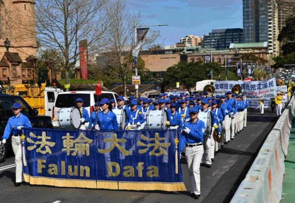 9月4日澳洲法輪大法修煉交流會期間,部分法輪功學員在悉尼舉行了盛大遊行和集會。(歐彼德/大紀元)