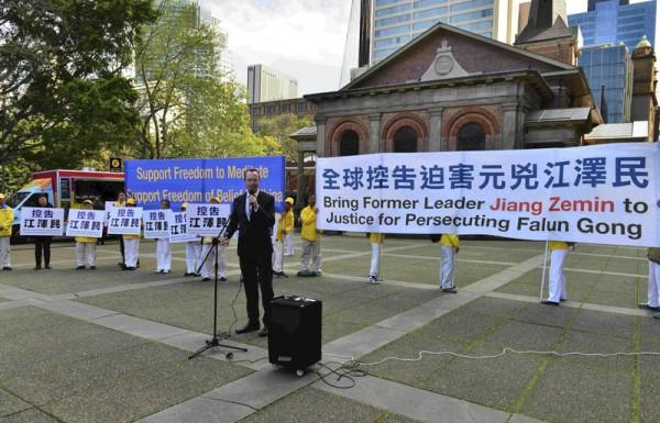 9月4日,澳洲部分法轮功学员在悉尼举行了控告迫害元凶江泽民的集会,绿党议员David Shoebridge在发言。(欧彼德/大纪元)