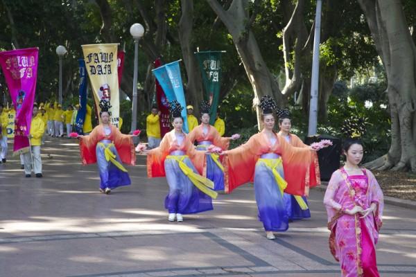 9月4日在澳洲部分法轮功学员在修炼交流会期间,在悉尼举行了盛大游行。(瑞内/大纪元)