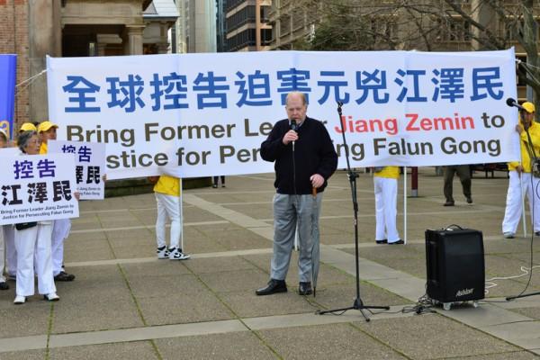 9月4日,澳洲部分法轮功学员在悉尼举行了控告迫害元凶江泽民的集会,自由党资深成员Andrew Bush在发言。(简玬/大纪元)
