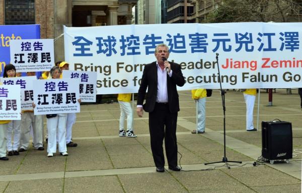 9月4日,澳洲部分法轮功学员在悉尼举行了控告迫害元凶江泽民的集会,悉尼北岸著名节目主持人斯蒂文·辛在发言。(简玬/大纪元)