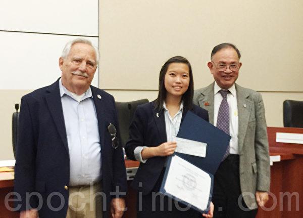 南加州同源会演讲比赛第一名获奖者沈佩鸿 (Kristie Sham),现阿罕布拉市 (Alhambra) 前市长、现市议员沈时康之女。(Juliet Zhu/大纪元)