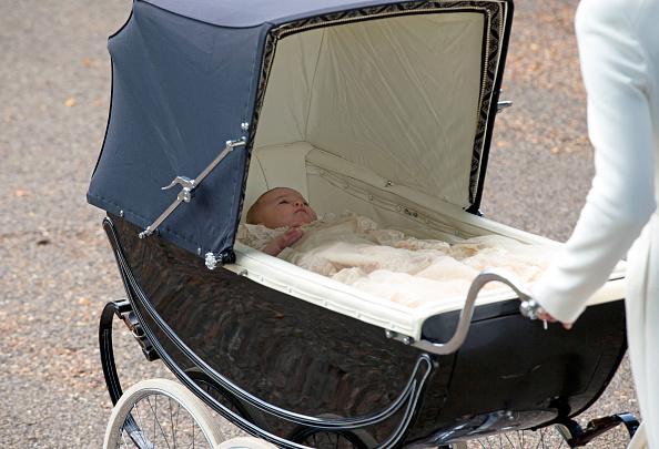 凱特王妃帶夏洛特公主接受洗禮時所用的老式嬰兒車也造成了搶購潮。 (WPA Pool/Getty Images)
