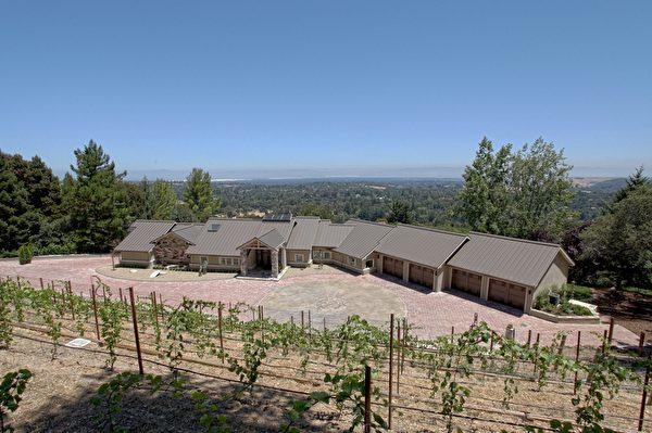 伍德賽(Woodside),可觀遼闊自然景色,占地3.86英畝,開價825萬。(Dana Cappiello提供)