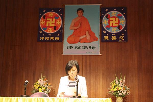 来自悉尼法轮功学员Yan Ni,她交流了自己在神韵推广过程中,如何向内找修自己,从根本上改变自己、同化大法后出现奇迹。(骆亚/大纪元)