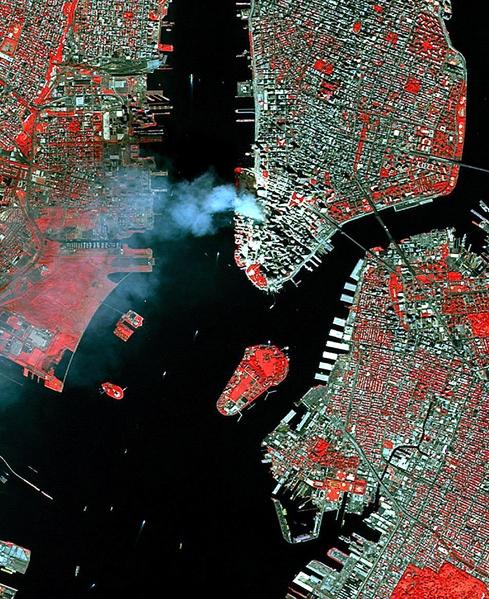 2001年9月11日,紐約,世貿中心倒塌現場的衛星圖。(AFP)