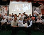 高龄106岁的日籍教师高木波与80多岁的学生们,在乌日国小举行跨海视讯。(台中市政府新闻局提供)