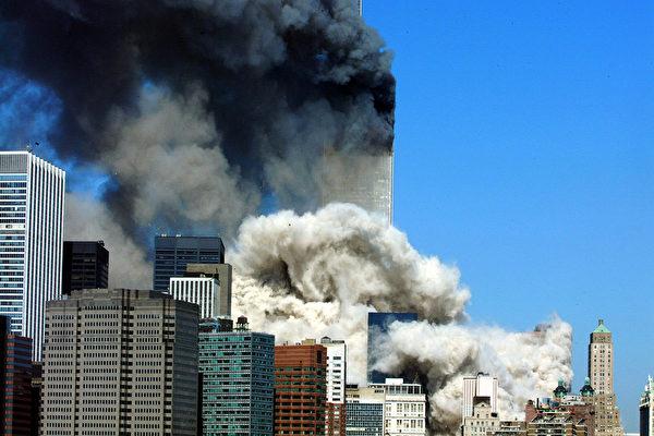 2001年9月11日,紐約,世貿中心倒塌的瞬間。(HENNY RAY ABRAMS/AFP/Getty Images)