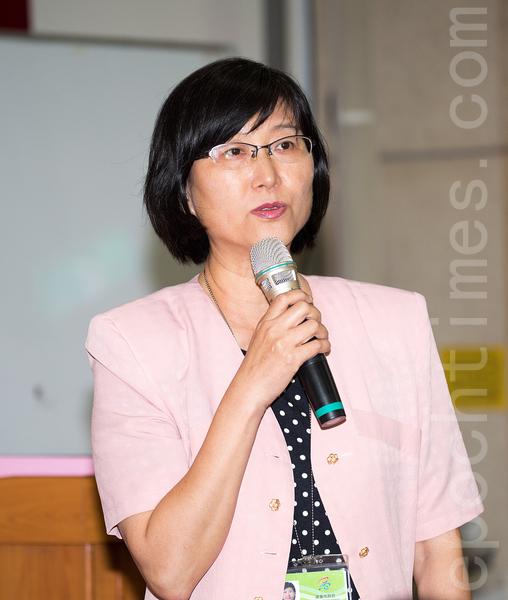 高雄市社会局副局长叶玉如肯定法轮功诉江行动,为正义而发声,为生命价值而努力。(郑顺利/大纪元)