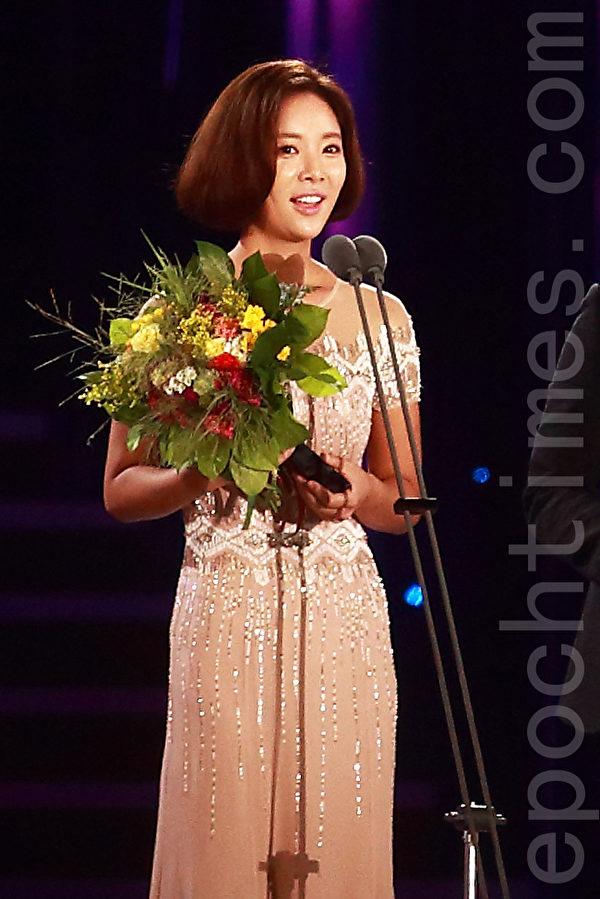 黄静茵凭著出色的演技获得2015首尔电视剧女演员奖。(全宇/大纪元)
