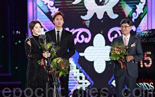 李英愛和李敏鎬一同獲頒了「10周年韓流功勞演員大賞獎」。(全宇/大紀元)
