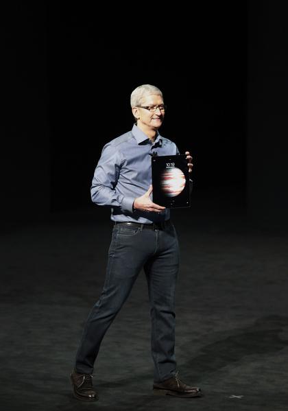 苹果称,iPad Pro比起80%在过去12个月内销售的可携式电脑还快。(Stephen Lam/Getty Images)