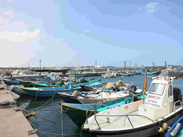 永安区永新渔港没有人潮喧哗,充满着休闲的渡假气息。(高市海洋局提供)