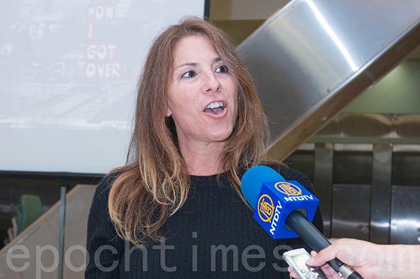 9月是全美犯人改過自新月,舊金山縣監獄通過辦電影節來激勵在押犯人。圖為紀錄片製作人妮可·柏克瑟(Nicole Boxer )。(馬有志/大紀元)