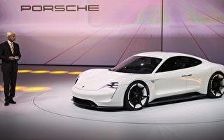 週二(15日),保時捷(Porsche)在德國法蘭克福(Frankfurt)兩年一度的車展上推出其首款全電動概念車Mission E,其性能足以與特斯拉的Model S媲美。(ODD ANDERSEN/AFP/Getty Images)