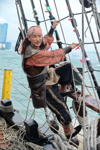 台庆剧《张保仔》演员洪永城坐海盗王驾临维港。(宋祥龙/大纪元)