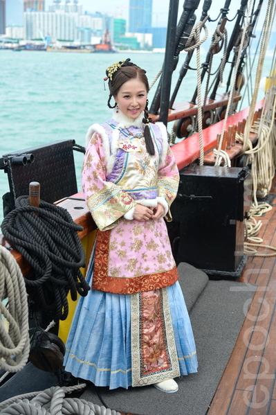 台庆剧《张保仔》演员乐瞳坐海盗王驾临维港。(宋祥龙/大纪元)