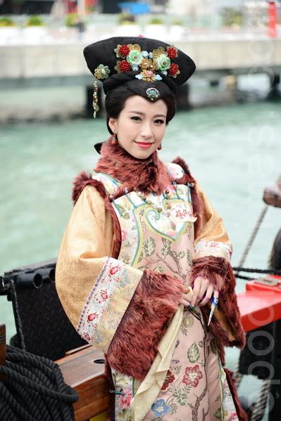 台庆剧《张保仔》演员姚子羚坐海盗王驾临维港。(宋祥龙/大纪元)