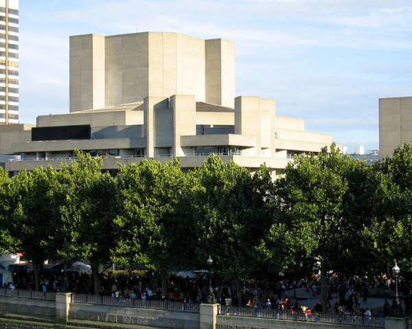 南岸(South Bank)的国家剧场。