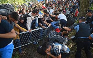 周四,已经有7,300难民入境克罗地亚,该国表示无力处理越来越多的难民。(Jeff J Mitchell/Getty Images)