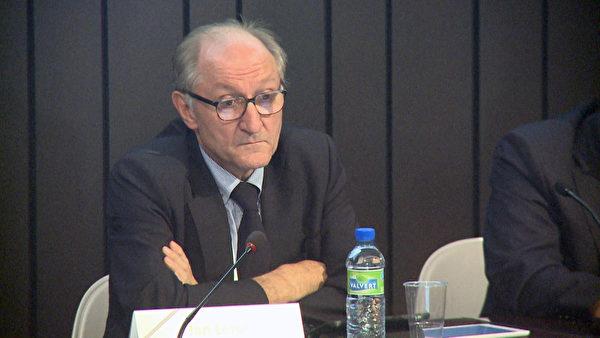 2015年9月13日至16日在布鲁塞尔举行第17届欧洲器官移植大会,大会主席扬‧勒鲁特教授主持人体器官贩卖的研讨会。(新唐人)
