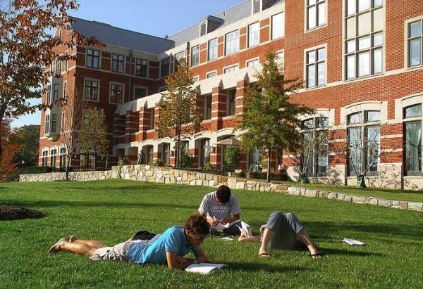 乔治城大学(Georgetown University)。(wiki)