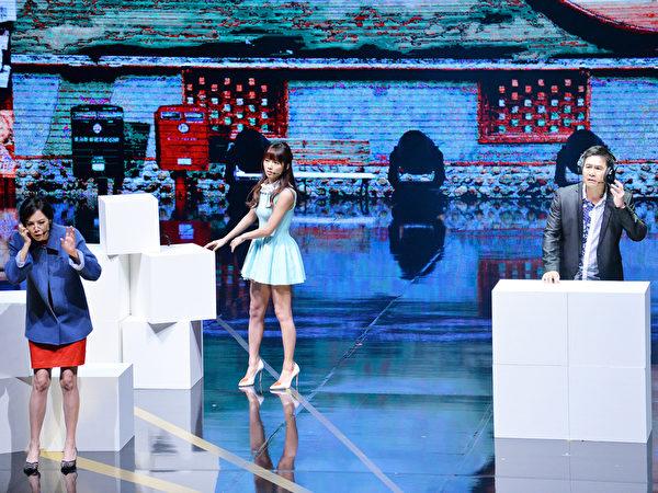 蔡黄汝、杨琪、马念先、洪都拉斯演出广播情境剧。(中视提供)