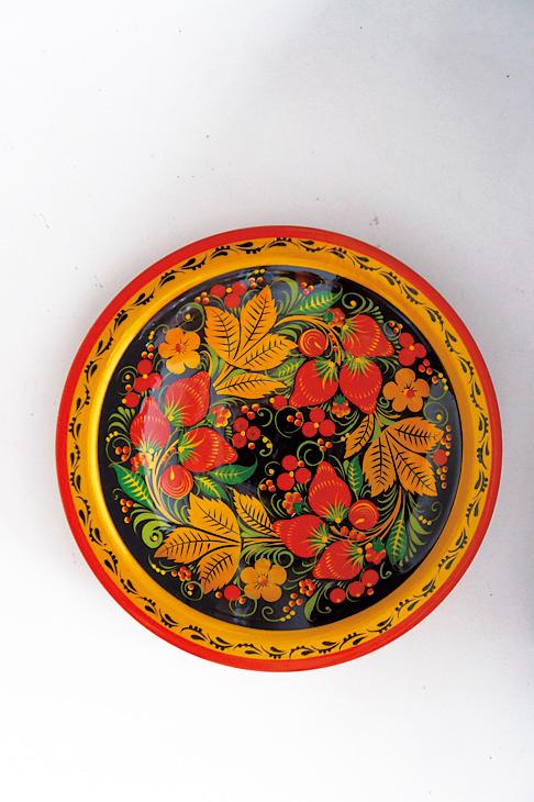 最有霍赫洛瑪彩繪風格的盤子,很適合買來當伴手禮。(商周出版社    提供)