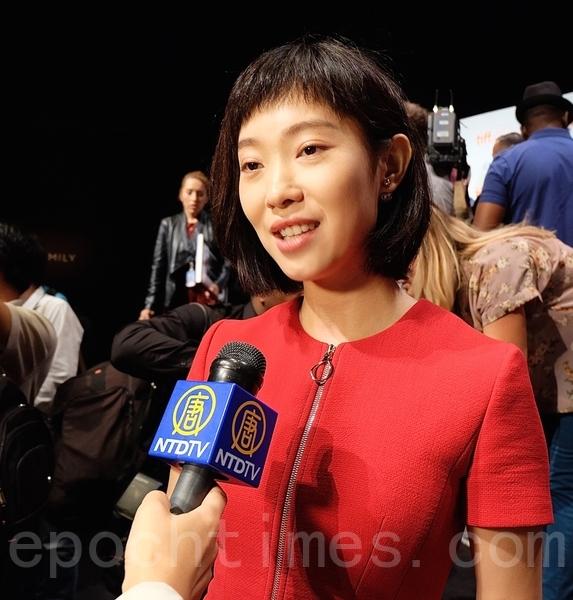 《回到被爱》女主角王佳佳告诉大纪元,她希望把影片推广到全世界,使更多人回到被爱的每一天。(周月谛/大纪元)