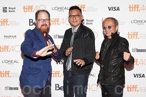 """左起:TIFF策划人Colin Geddes、香港导演郑保瑞、有""""金牌经纪人""""之称的黄柏高在9月17日在多伦多走红毯,为武打片《杀破狼2》做宣传。(Don Quincy/大纪元)"""
