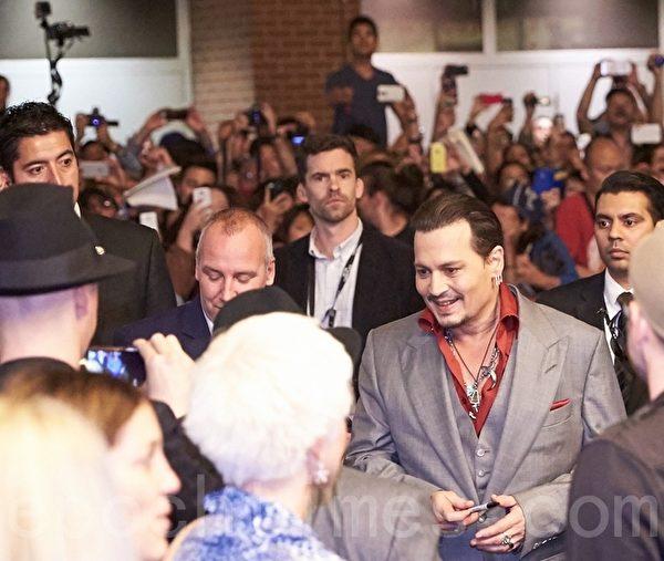 好莱坞著名影星强尼.戴普(Johnny Depp)在9月14日在多伦多出席影片Black Mass的加国首映礼。(Don Quincy/大纪元)