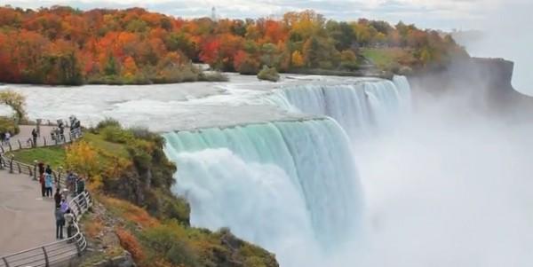 加拿大尼加拉瓜瀑布红枫(视频截图)
