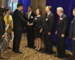 中共國家主席習近平(左3)22日抵達西雅圖出席第三屆美中州省長論壇。(Matt Mills McKnight-Pool/Getty Images)