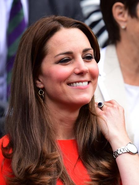 2015年7月8日,凱特王妃觀看溫布頓網球賽的照片。(LEON NEAL/AFP/Getty Images)