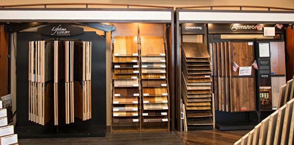 图:各种排列展示的木地板,木板结构一清二楚。(许心如/大纪元)