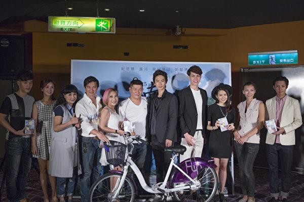 众星出席电影《南风》电影首映会。(华影提供)