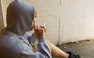 吸大麻的少年。(Fotolia)
