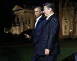 2015年9月24日,華盛頓DC,美國總統奧巴馬和中共國家主席習近平一起前往國賓館布萊爾宮(Blair House)。(Mark Wilson/Getty Images)