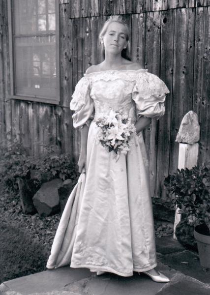 簡‧奧格頓(Jane Ogden)在1986年6月2日結婚時,成為家族中第八位披這件婚紗的女性。(Courtesy of Abigail Kingston)