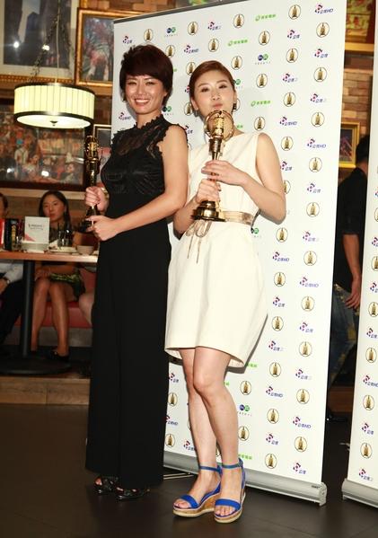 《天使的收音機》主演嚴藝文(左)、《新丁花開》主演朱芷瑩(右)分獲迷你劇、戲劇最佳女主角。(公視提供)