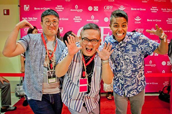 台湾电影《五星级鱼干女》在美国关岛国际影展大受欢迎,观众被逗得乐不可支。右起为策展人凯尔、导演林孝谦、编剧吕安弦。(海鹏提供)