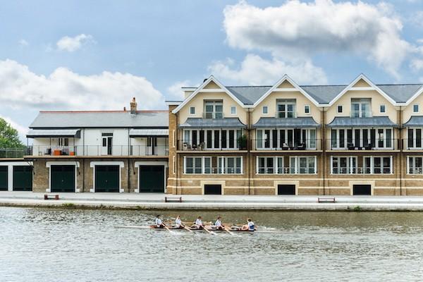 泰晤士河畔的三层联排别墅。6 Eton Thameside, 15 Brocas Street, Eton,265万英镑。