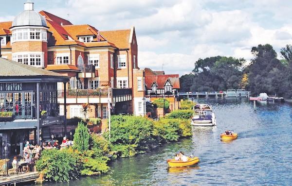 溫莎堡對面的高檔水景公寓。